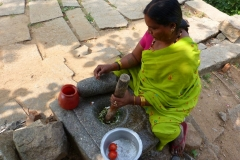 Hampi, Inde, femme, mortier