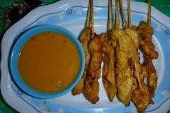 Thaïlande, île Koh Samui, brochettes de poulet sauce saté ou satay
