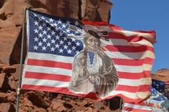 USA, Côte ouest, drapeau américain et navajo