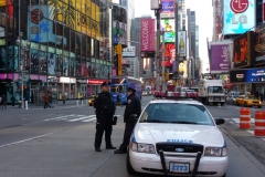 New York City, USA, Broadway, Time Square, voiture de police et policiers