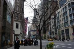 New York City, USA, Manhattan, rue américaine avec drapeaux des USA
