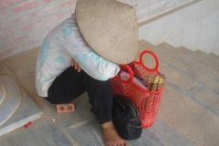 Vietnam, femme vendeuse de rue