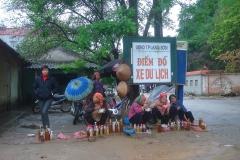 Vietnam, vendeuses de racines, heure du repas
