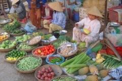 Vietnam, vente de légumes dans la rue