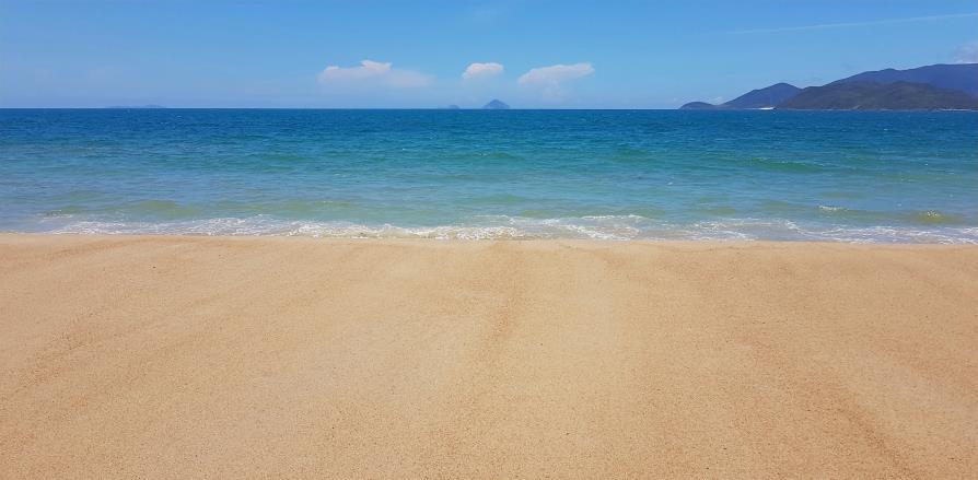 Nha Trang plage Vietnam sable et Mer de Chine