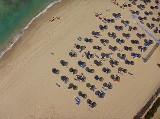 Plage Yati à Djerba survol parachute ascensionnel