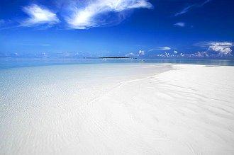 Plage de sable très blanc d'Hyams Beach en Australie