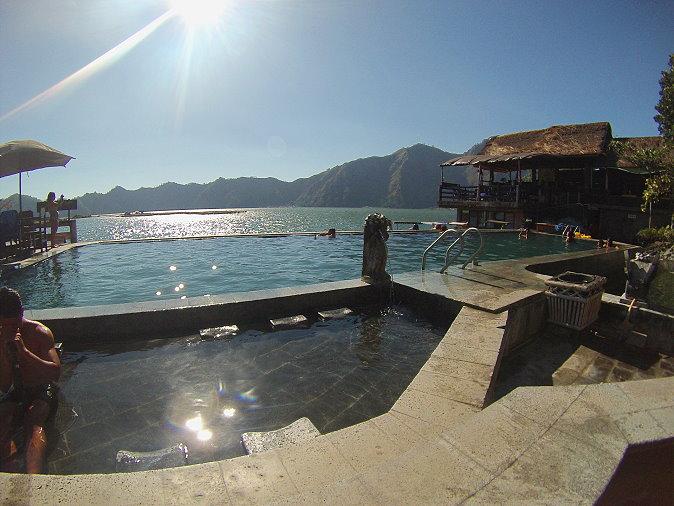 Sources d'eau chaude devant le Lac Danau Batur