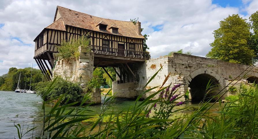 Vieux moulin sur la Seine à Vernon